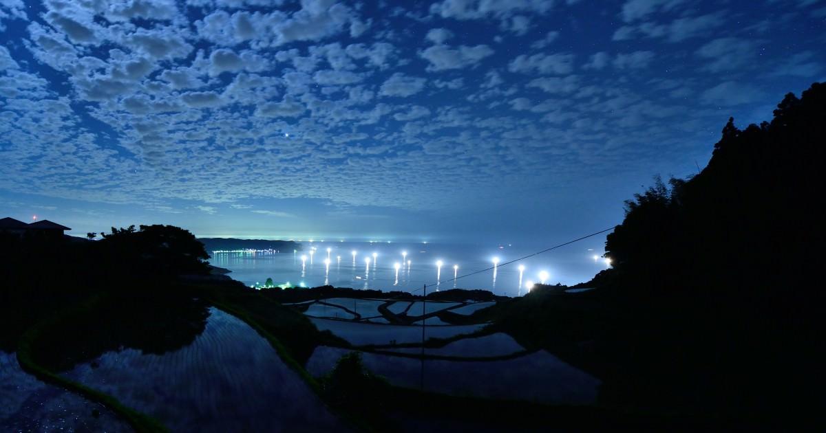 No.41月明かりの棚田と漁火と